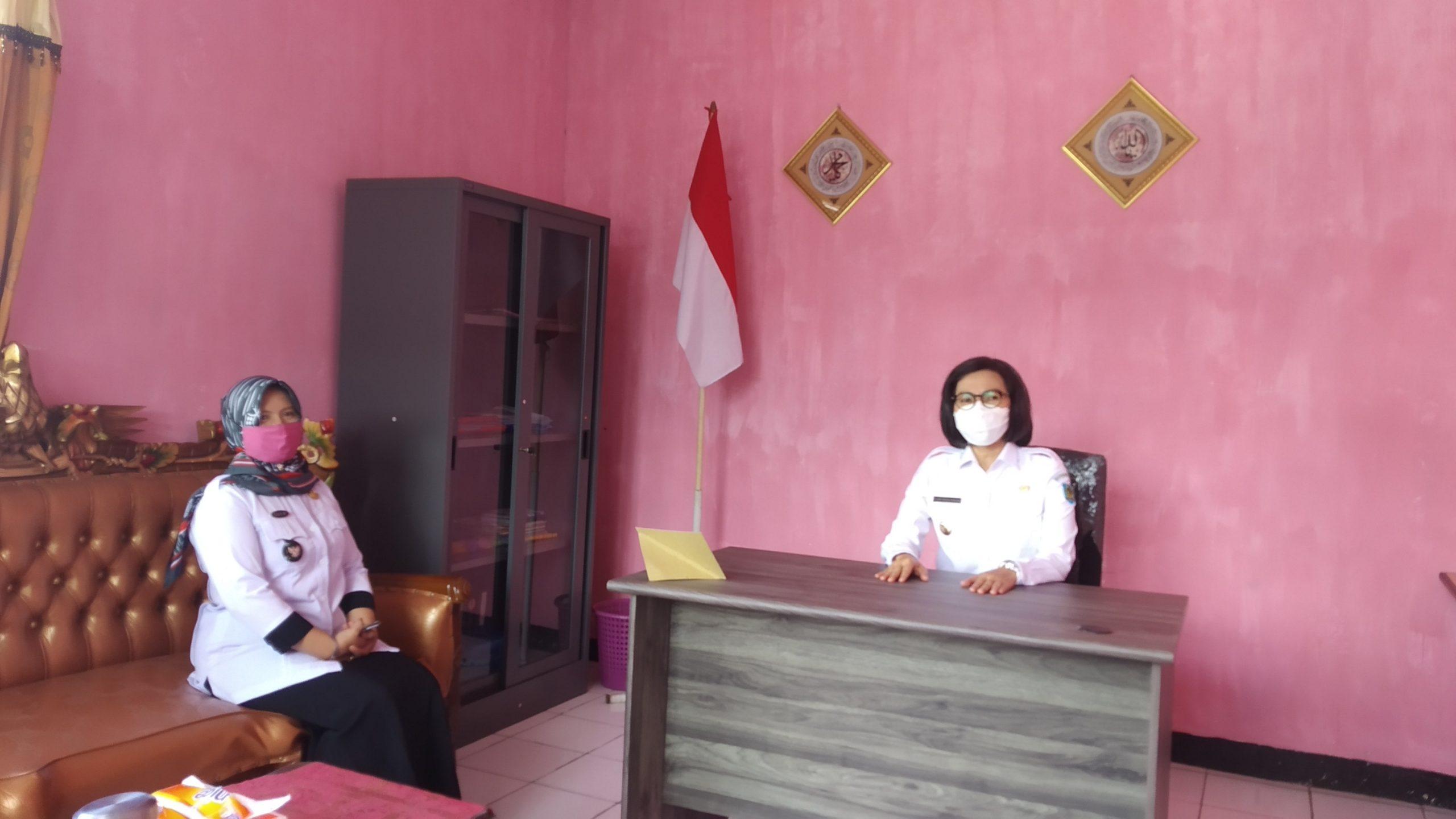 Bupati Yasti di kantor Desa Tanoyan Utara
