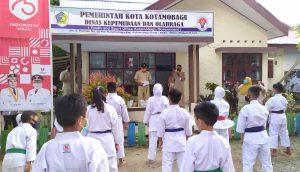 Kadispora Kotamobagu Serahkan Medali dan Piagam Bagi Atlet Karate Kotamobagu Headline Kotamobagu Terkini
