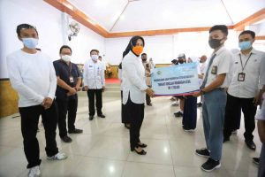 Wali Kota Kotamobagu Serahkan Secara Simbolis Bantuan Anak Asuh Pemkot Advertorial